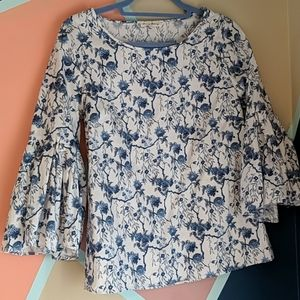 Blue bell sleeve floral blouse